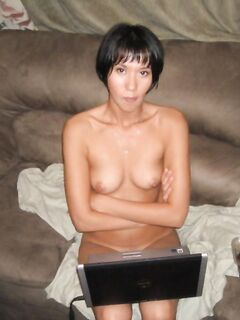 Любительские фото голой азиатки с небольшой грудью