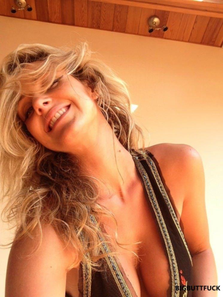 Горячие селфи сексуальной блондинки