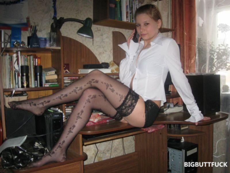 Интимные фото девушки в сексуальном белье и чулках