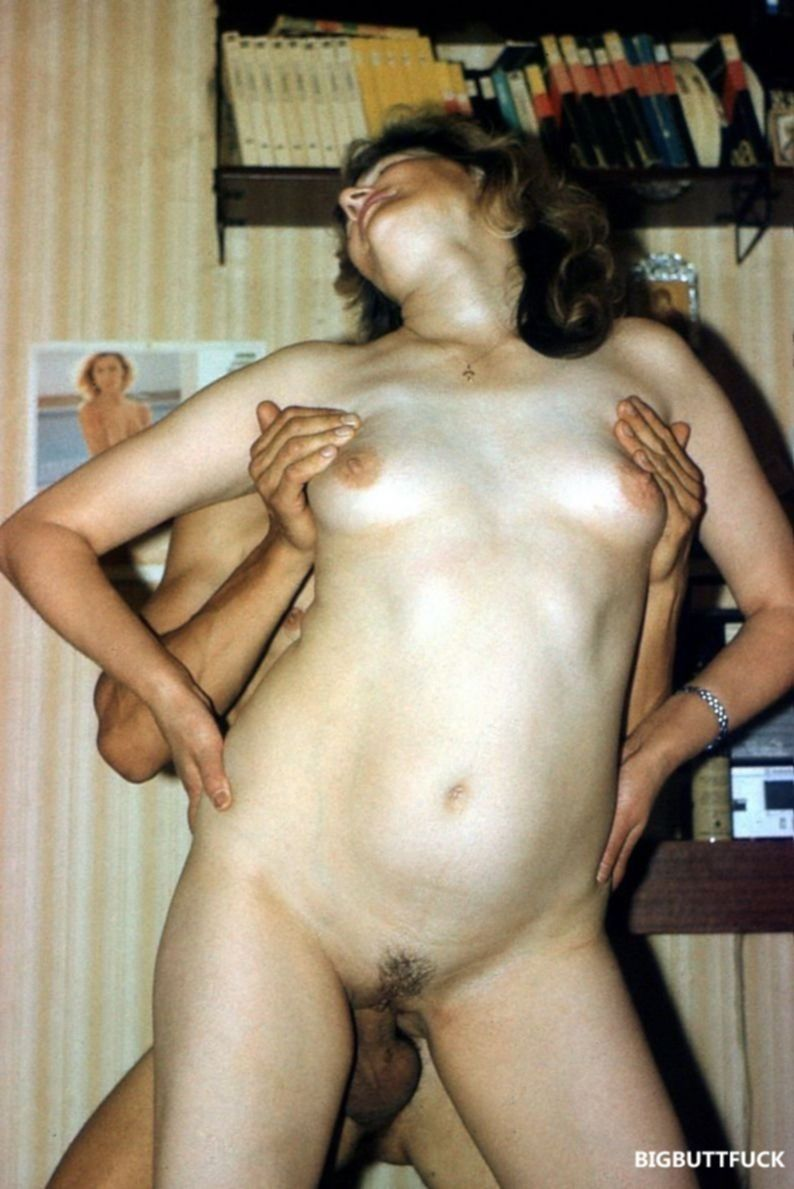 Ретро порно фото анала со зрелой женой