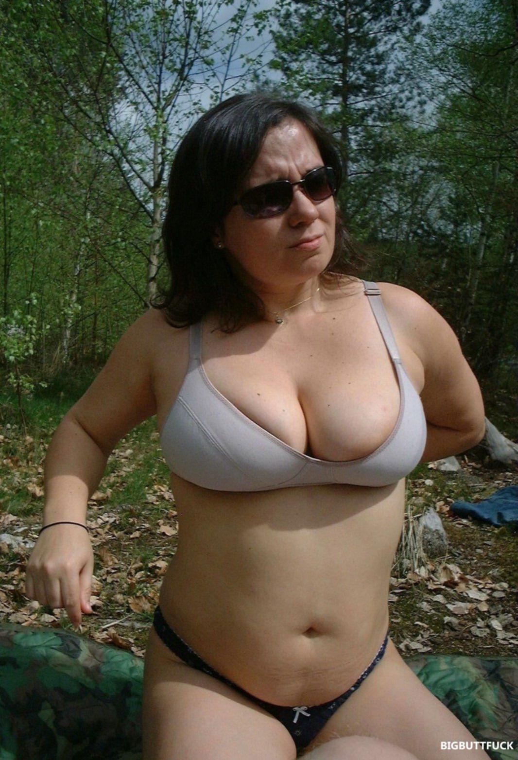 Интимные фото толстой жены с мохнатым лобком