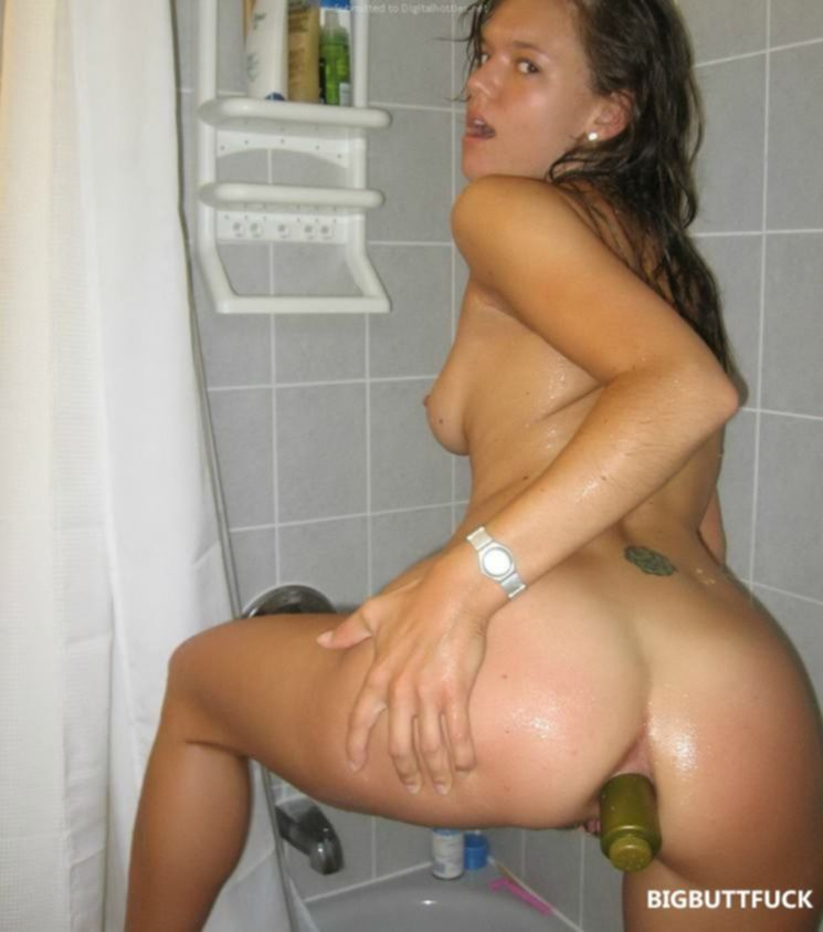 Подруга дрочит анус бутылкой от шампуня
