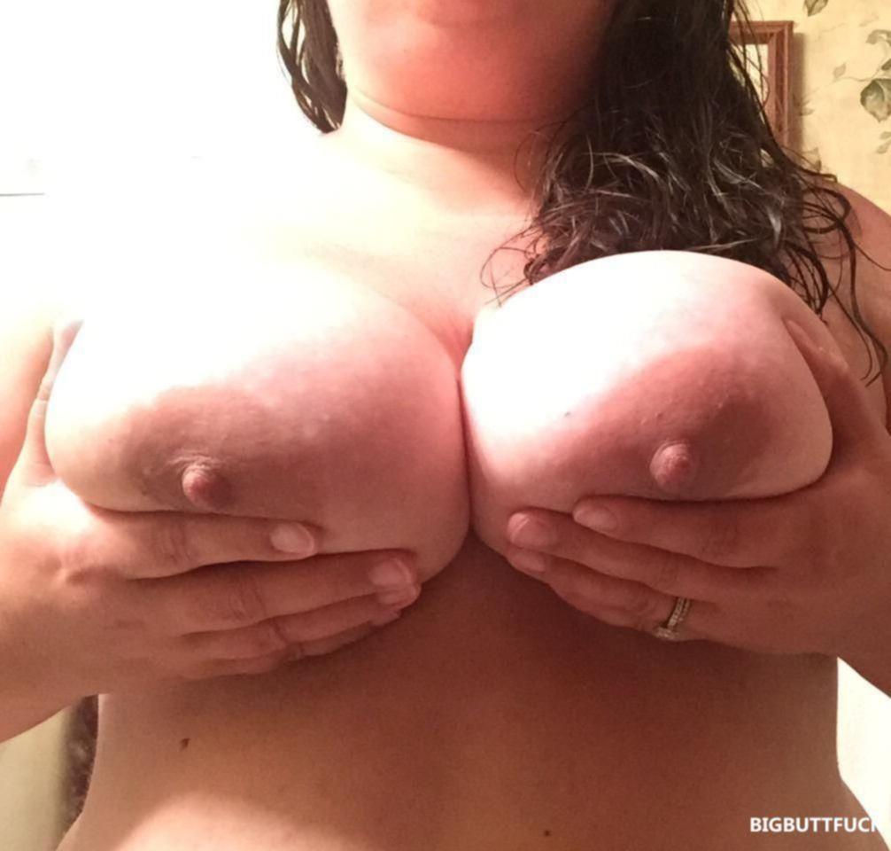 Домашние ню фото сисек голых толстушек