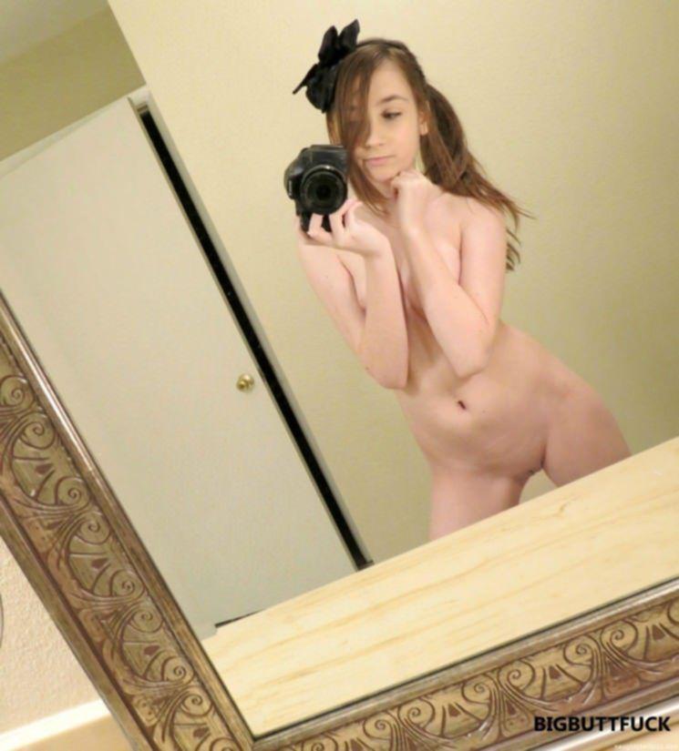 Селфи фото молодых сучек в стиле ню