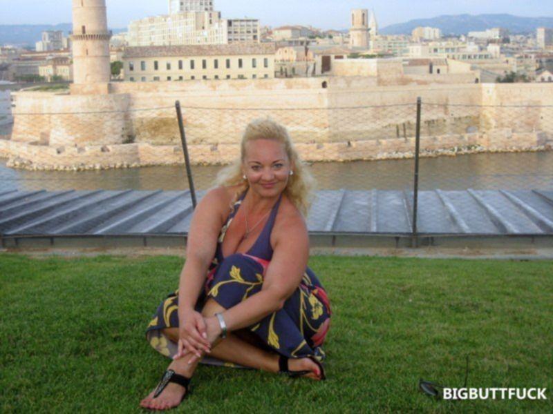 Толстая блондинка трахается с любовником в командировке