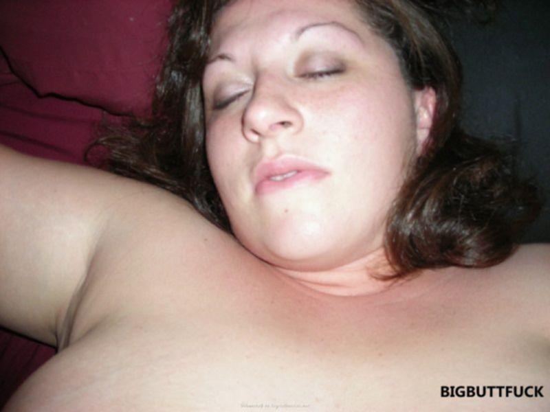 После минета спустил сперму в киску толстой жены