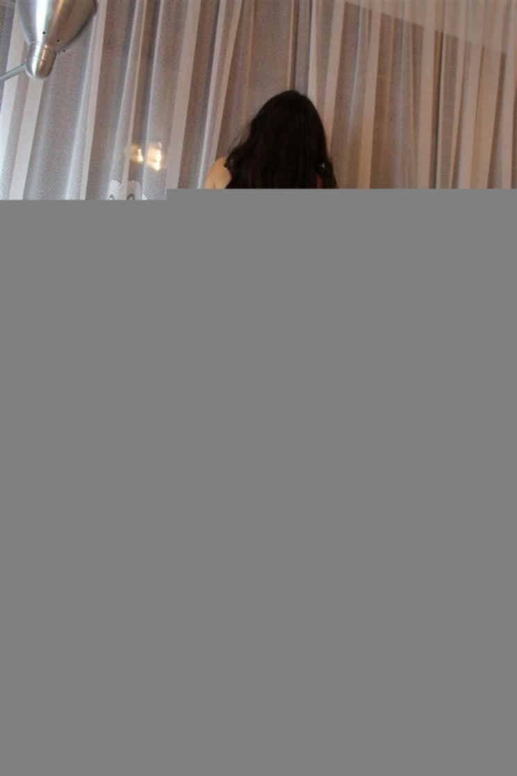 Фото бывшей девушки в чулках с красивой киской и волосиками на лобке